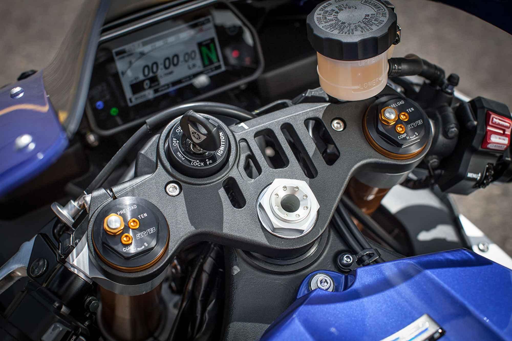 r1detail-cockpit